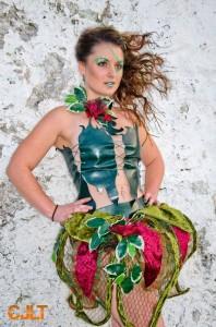 lecy-crea-costume-spectacle-printemps-vegetal-poison-ivy-vert-rouge