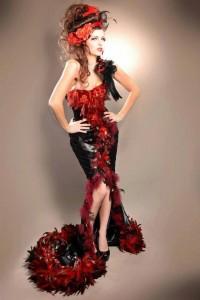 lecy-crea-costume-spectacle-robe-satin-noir-sirene-plume-cop-chinchilla-rouge